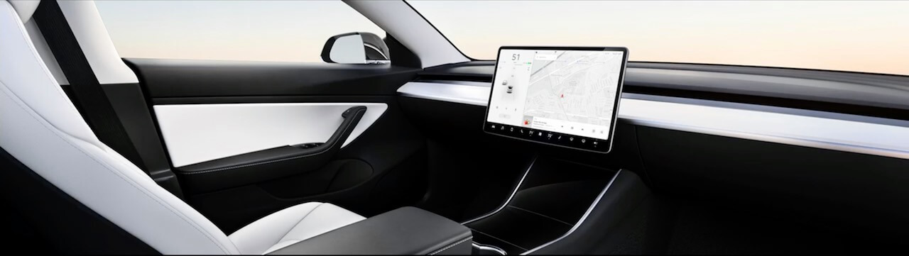 Tesla-self-driving-without-a-steering-wheel-1